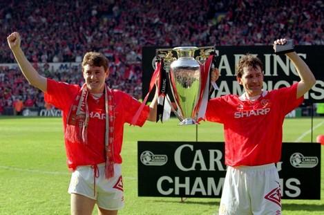 Soccer - Premier League Trophy - Manchester United