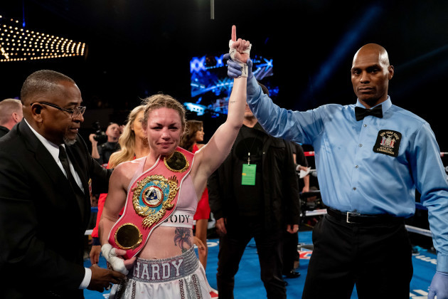 BOXING 2018 - Heather Hardy Defeats Shelly Vincent by Unanimous Decision for the WBO Female Featherweight Championship