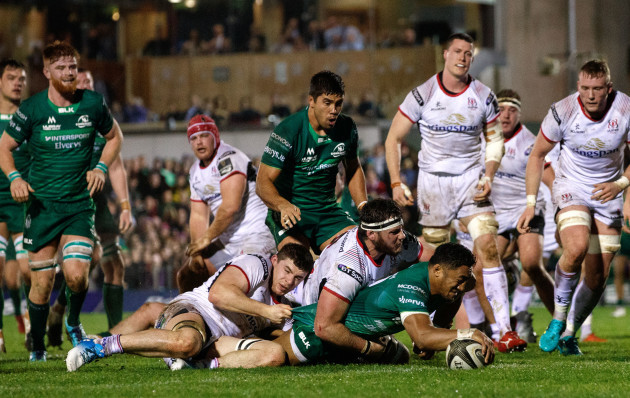 Bundee Aki scores his sides second try despite Nick Timoney and Marcell Coetzee