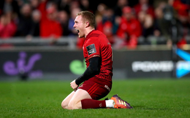 Keith Earls celebrates scoring their second try