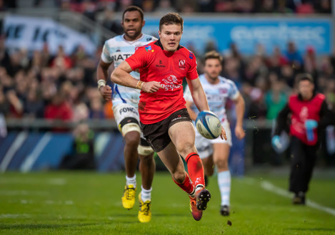 Jacob Stockdale chips through to score a try