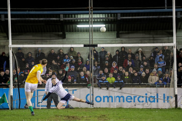 Barry Dardis misses the last penalty kick