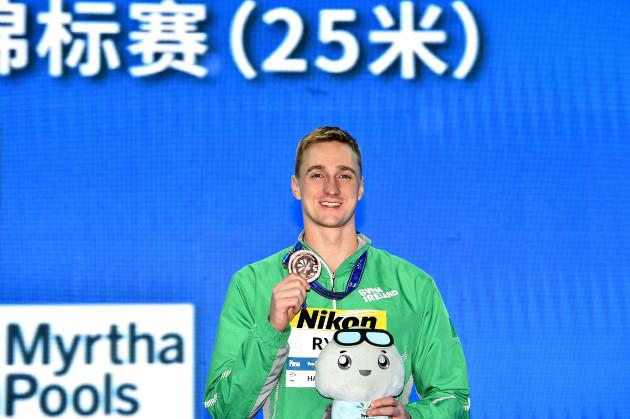 Shane Ryan celebrates with his bronze medal