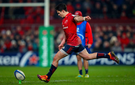 Joey Carbery kicks a penalty