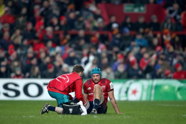 Tadhg Beirne goes down injured