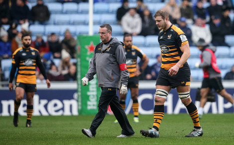 Joe Launchbury leaves the field for a head injury assessment