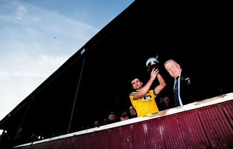 Enda Smith lifts the trophy