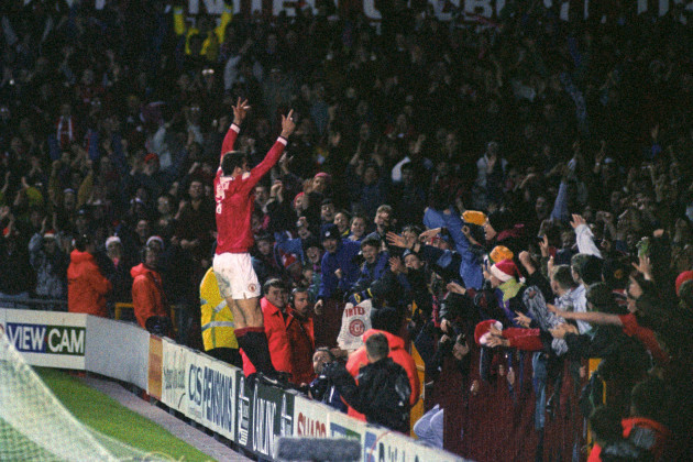 Soccer - FA Carling Premiership - Manchester United v Aston Villa - Old Trafford