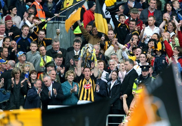Michael Fennelly lifts the Liam McCarthy Cup