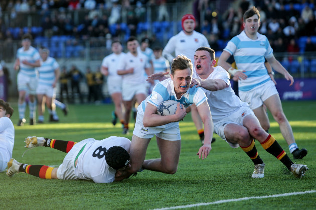 Tim D'Arcy runs in a try despite Christopher Lawles and Jordan Mortell
