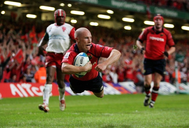 Peter Stringer scores a try
