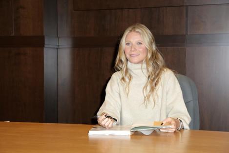 Gwyneth Paltrow Book Signing - Los Angeles