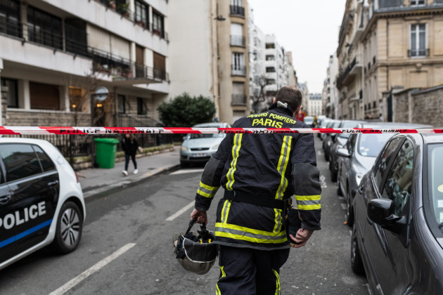 At least 10 dead in Paris building fire