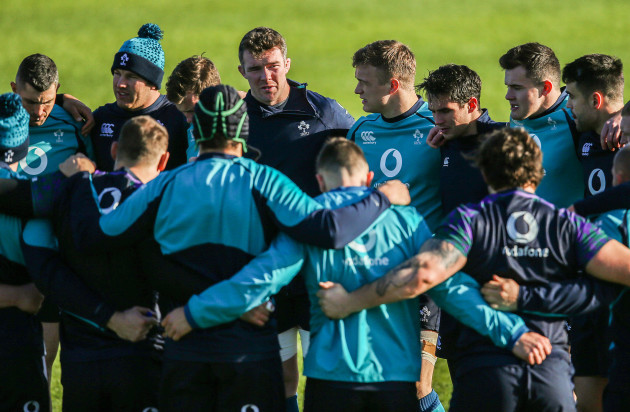 Peter O'Mahony in the team huddle