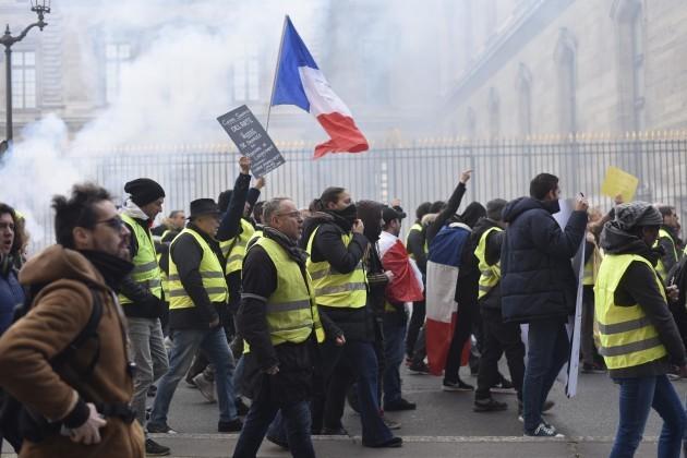 Yellow Vests Join Union March - Paris