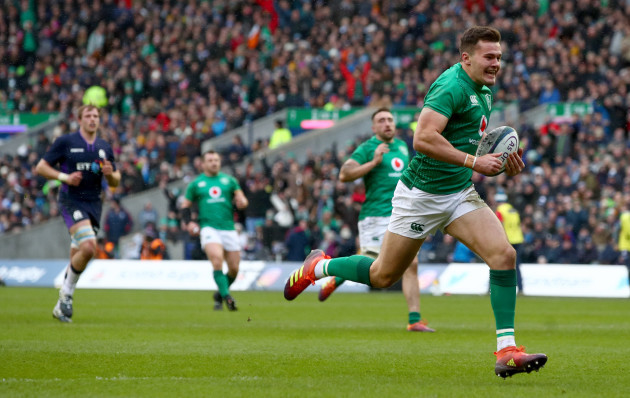 Jacob Stockdale scores his sides second try