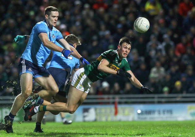 Gavin O'Brien tackled by Brian Fenton and Michael Fitzsimons