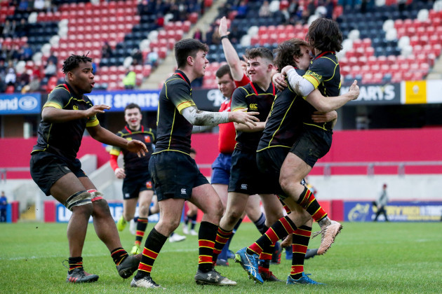 Killian Dineen celebrates scoring a try with teammates