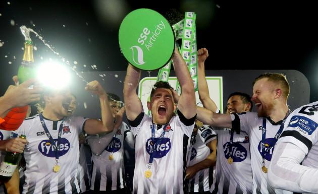 Ronan Murray lifts the trophy