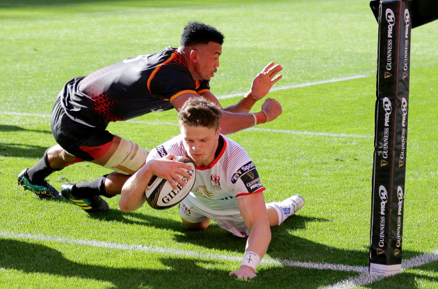 Angus Kernohan scores a try