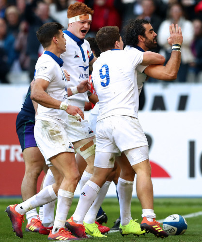 Yoann Huget scelebrates scoring their second try with teammates