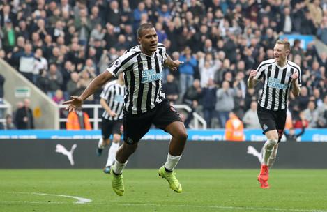 Newcastle United v Huddersfield Town - Premier League - St James' Park