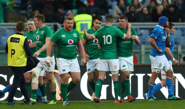 Jonathan Sexton and Peter O'Mahony celebrates with try scorer Conor Murray