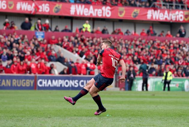 Ian Keatley kicks the winning conversion