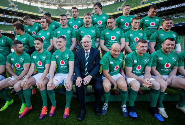 Ireland players and IRFU President Ian McIlrath before the team photo