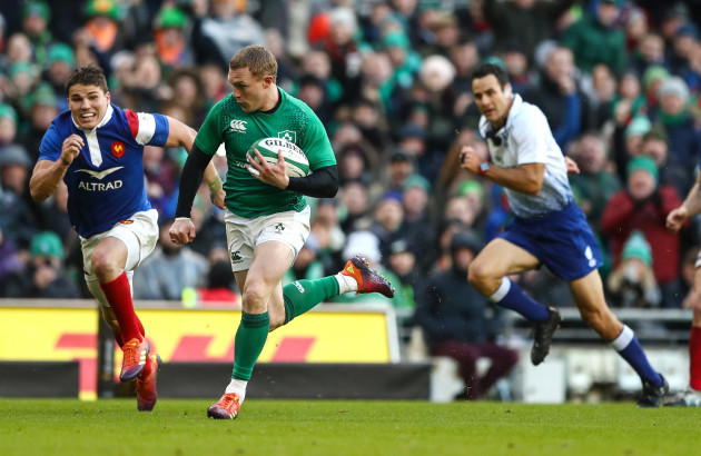 Keith Earls runs in a try