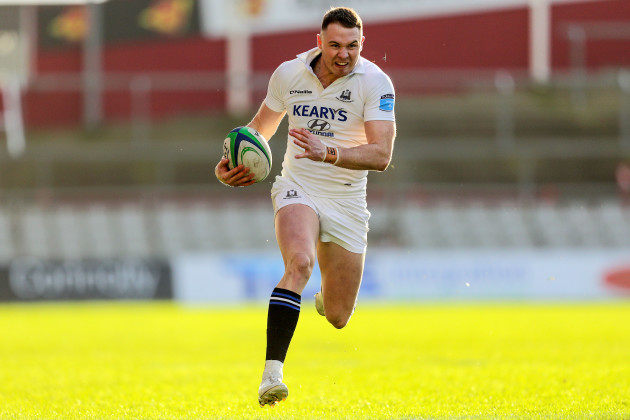Sean French runs in a try