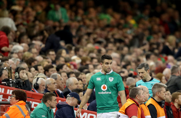 Conor Murray leaves the field with an injury