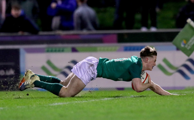 Colm Reilly scores a try