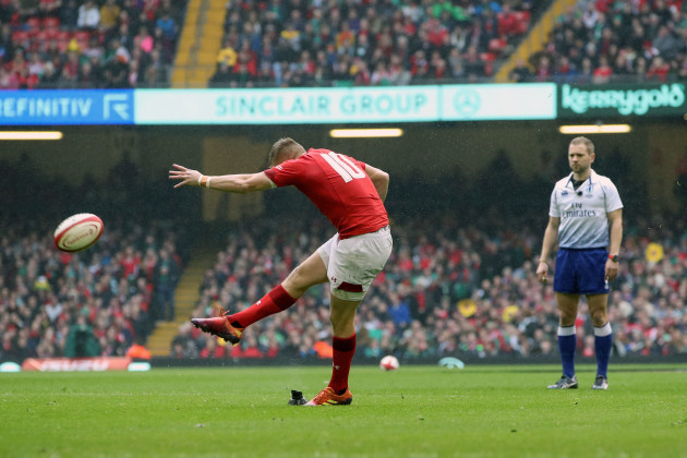 Gareth Anscombe kicks a conversion
