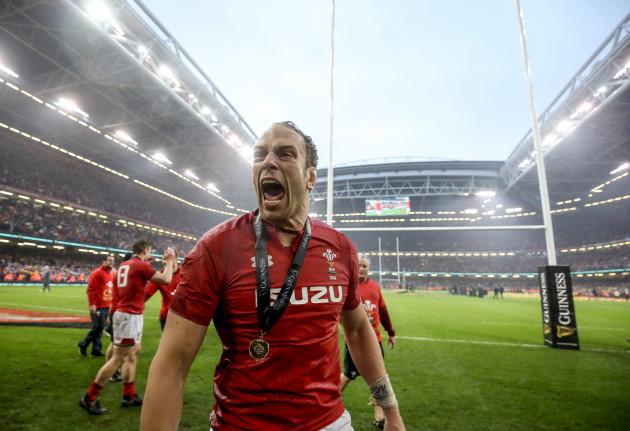 Alun Wyn Jones celebrates winning