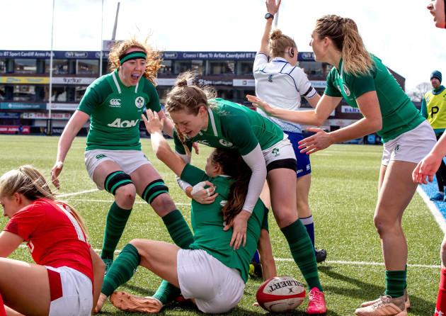 Ireland players congratulate try scorer Beibhinn Parsons