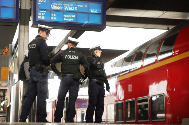 Police checks at Düsseldorf main station