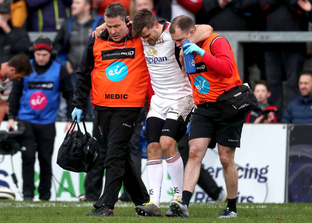 Louis Ludik leaves the pitch injured