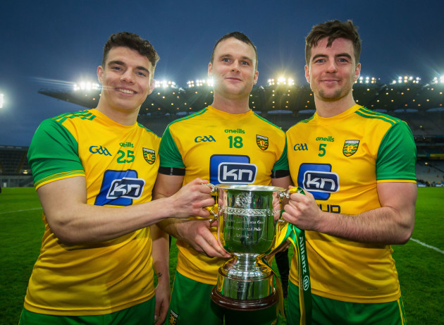 Odhran McFadden Ferry, Neil McGee and Daire O'Baoill with the trophy after the game