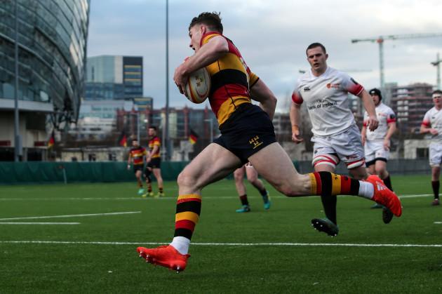 Peter Sullivan scores a try