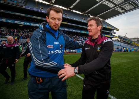 Sean O Siochru shakes hands with Sean O Cuana after the game