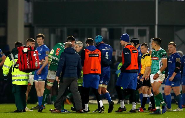 Mick Kearney goes off injured