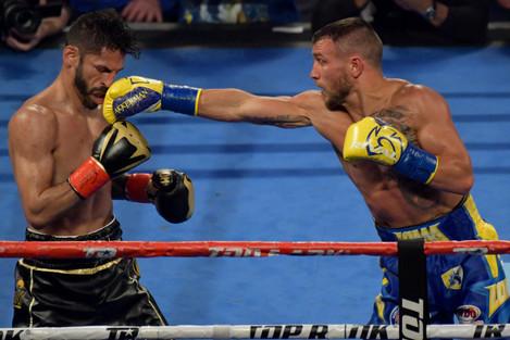 Boxing 2018 - Vasiliy Lomanchenko Defeats Jorge Linares by 11th Round TKO