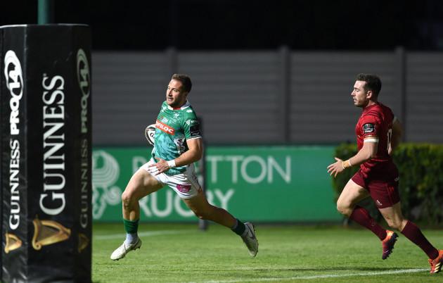 Tommaso Benvenuti scores a try