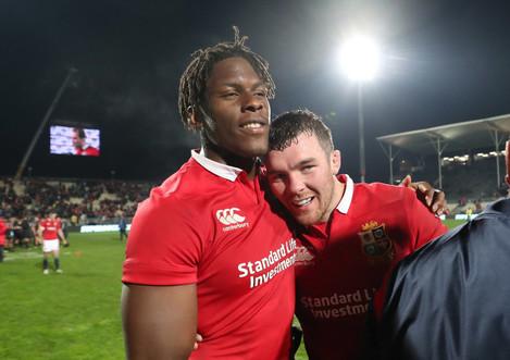 Maro Itoje and Peter O'Mahony celebrate winning