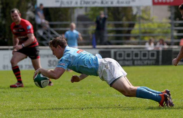 Neil Cronin scores a try