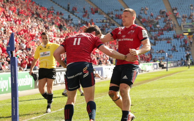 Darren Sweetnam celebrates his try with Andrew Conway