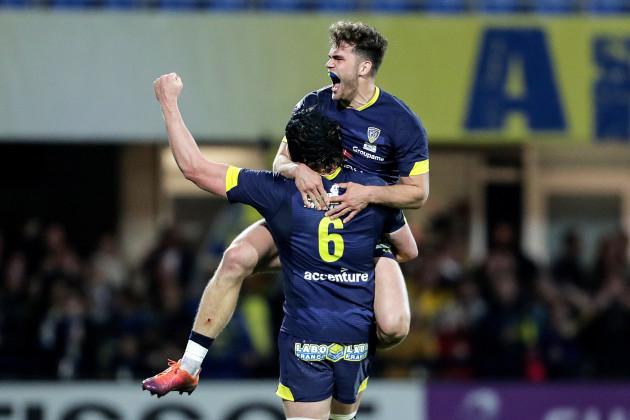 Damian Penaud celebrates at the final whistle with Arthur Iturria