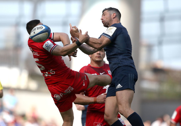 Thomas Ramos and Rob Kearney compete for a high ball