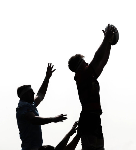Nigel Simpson wins a line out ball